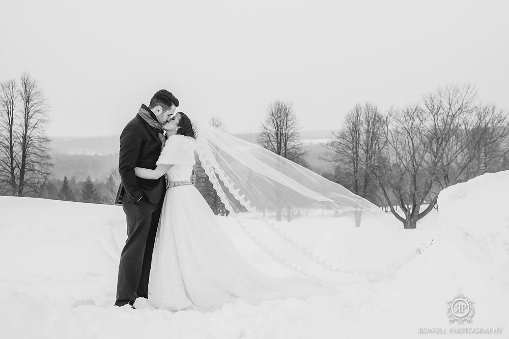 black-and-white-winter-wedding-portraits-canada